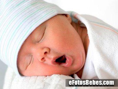 bebe-bostezando